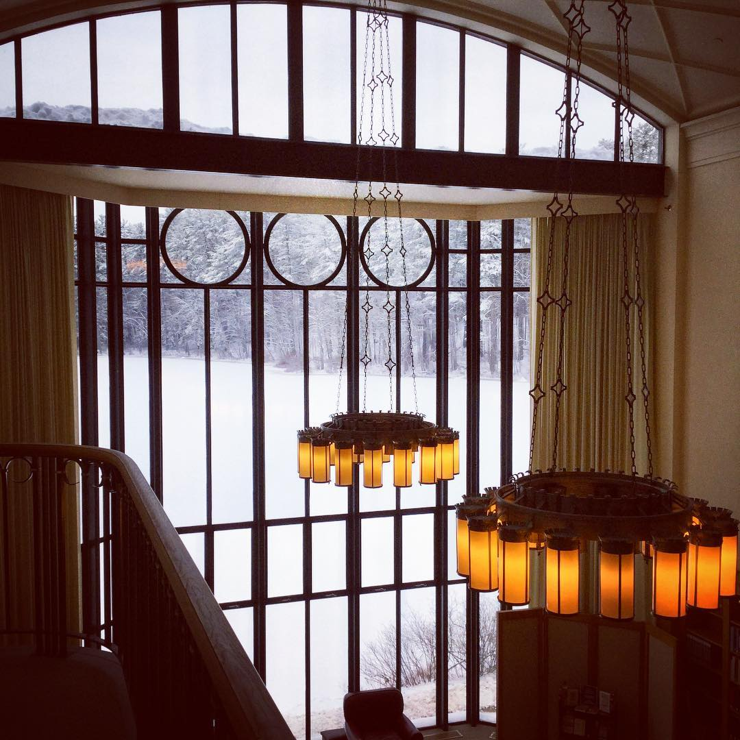 It is a very snowy day in Millville today. All the windows of Ohrstrom frame the perfect winter scene wherever you look. This view through the grand windows of Baker Reading Room looks out over recently frozen Lower School Pond. #ohrstromlibrary #bakerreadingroom #winter #snowfall #winterinmillville #librariesofinstagram #iglibraries #robertamsternarchitects #lowerschoolpond #iamsps #mackintosh